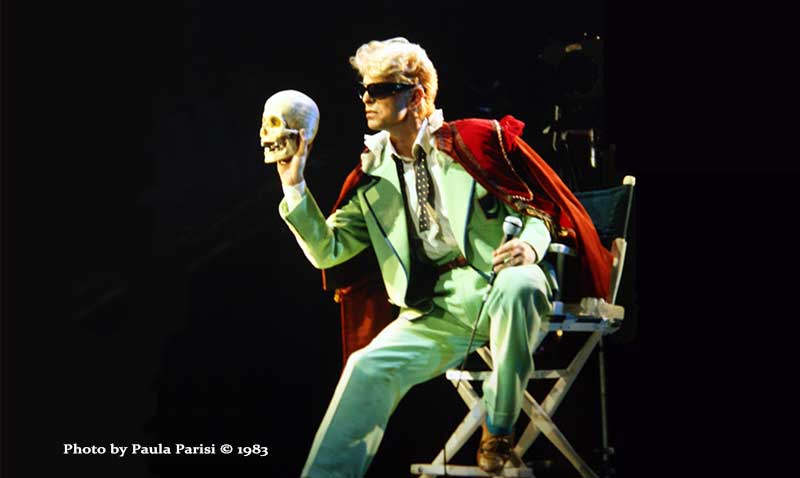 david-bowie-with-skull.jpg