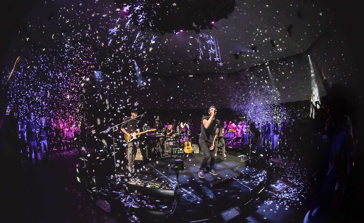 "Coldplay's ""Head Full of Dreams"" concert was filmed in 360-degrees by NextVR. (Photo: NextVR)"