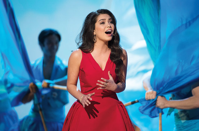 Auli'i Cravalho performs at the 2017 Oscars