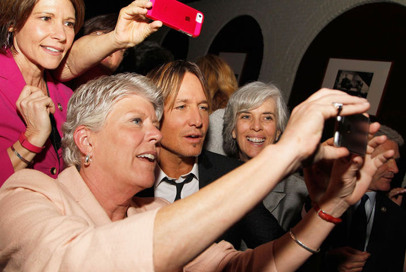 Keith Urban selfie-promotion on Capitol Hill