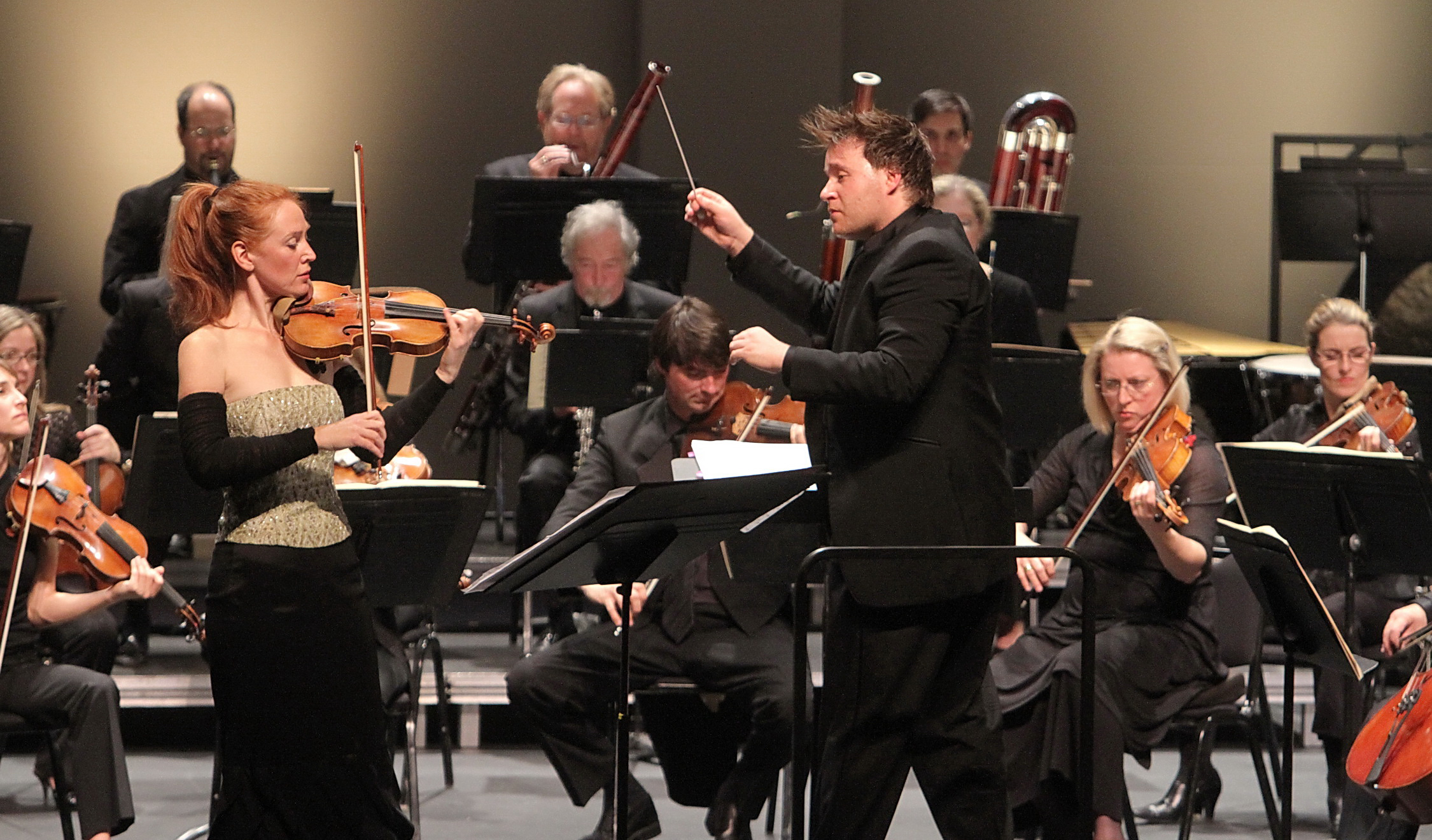 Benjamin Wallfisch conducts violin soloist Tereza Stanislav and the Los Angeles Chamber Orchestra