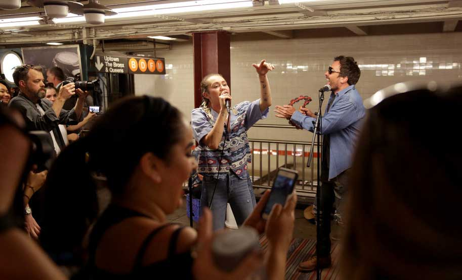 Miley Cyrus and Jimmy Fallon busking in NYC.